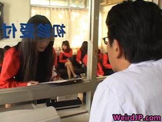 Á châu cô gái getting một amoral giới tính
