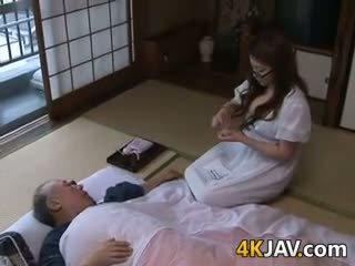 Голям бюст японки домакиня