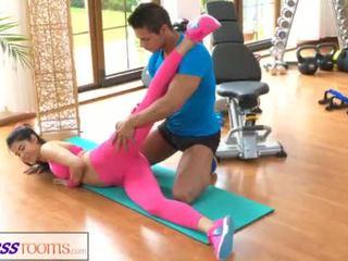 Fitnessrooms fitnesscenter instructor pulls nach unten sie yoga pants für sex <span class=duration>- 14 min</span>