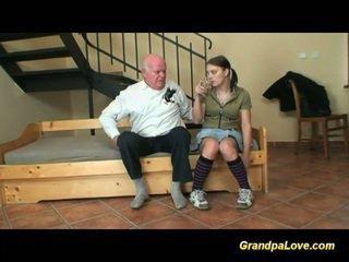 Großvater im liebe mit jung teen