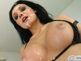 De absoluut wondermooi buitenaards gets haar gezicht covered in