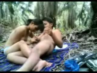 Indonezian adolescenta inpulit în the jungla