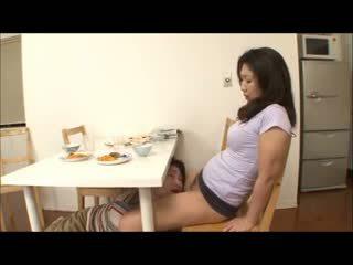 Japonais étape mère avec aucun panty