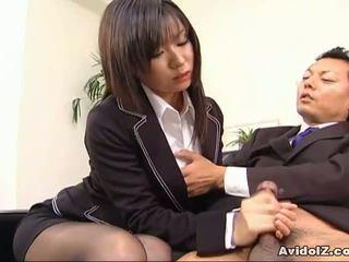 Sexy secretária satomi maeno sucks an feia pila!