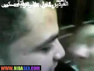 Hijab suutelua salope video-
