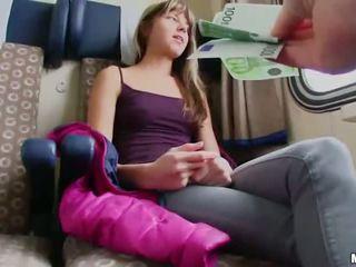نحيل euro فتاة مارس الجنس في ل قطار cabin