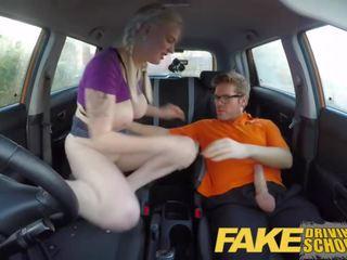 Fake driving école étudiant avec grand seins et poilu chatte has creampie