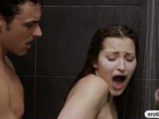 Seksikas beib dani daniels blowjobs ja perses sisse the vannituba