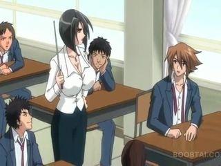 Bossy hentai puttana nailing suo slurping vagina in pubblico