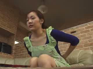 Kuliste lonely oğlan masturbate içinde livingroom video