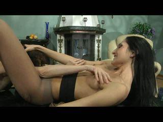 Cora agatha lezzy hose hành động