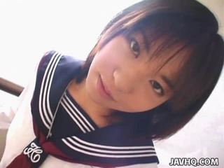 Teenaged 日本語 男女共學 gives 她的 第一 cocksuck