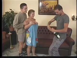 Apaļas vācieši jāšanās 2 men ar šampanietis