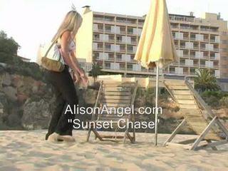 มากที่สุด ชายหาด จริง, แวบวับ ร้อน, การล้อเล่น ดีที่สุด