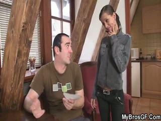 Bf finds viņa meitene cthat guyating