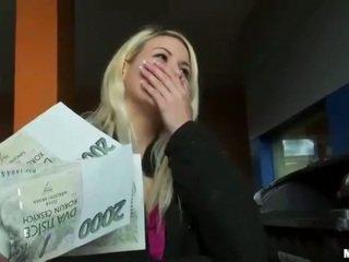 Čeština coura yenna kočička pounded pro peníze