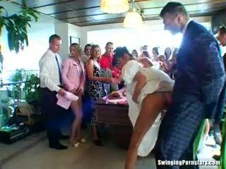 Весілля whores are трахання в публічний