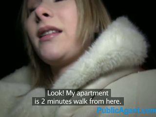 Publicagent skaistas blondīne fucks liels dzimumloceklis uz viesnīca istaba