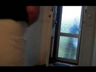 ربة البيت does ال بيتزا dare في ل صغير towel