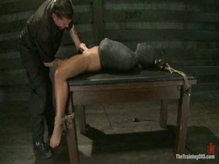 Adrianna experiences restrictive slavery 과 마음 dicklicking orgasms onto 일 3.