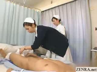 Japansk sykepleier practices henne handjob teknikk