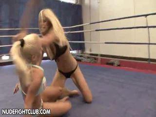 Nudefightclub presenteert wivien vs. jessica moore