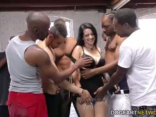 Katrina jade sucks palju mustanahaline cocks