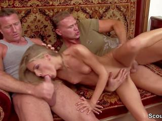 Extrem Hot Skinny Teen get Double Penetration by Two.