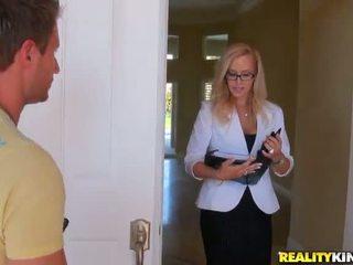 Shafting trong các nhà bếp không xa từ một tuyệt vời sensuous cô gái tóc vàng mẹ tôi đã muốn fuck kylie