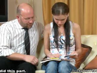 Tricky učiteľka seducing študent