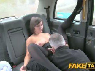 Fake taxi driver enjoys egy jó bevállalós anyuka arse rimming