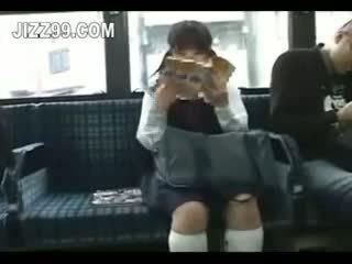 Pelajar putri seduced kaki kacau oleh geek di bis