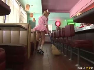 Lexi belle kellnerin wearing rosa uniform gefickt gut video