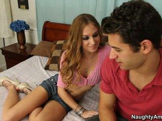 Ze gets het wanneer hij spreads haar benen