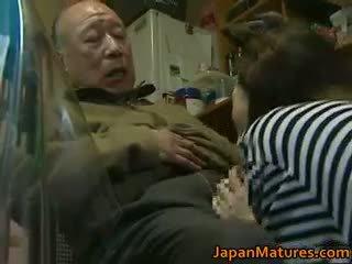 Японська матуся enjoys гаряча секс part6