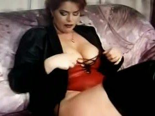 Kira κόκκινος wanking