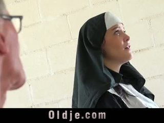Vecs vīrietis markas jauns monastery mūķene fornicate