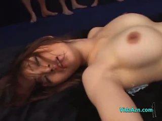 Pechugona asiática chica follada por muchos guys en masks creampies en la mattress en la mazmorra