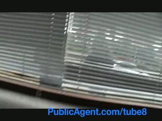 Publicagent البريطانيون امرأة سمراء مارس الجنس شاق بواسطة تشيكي كبير كوك