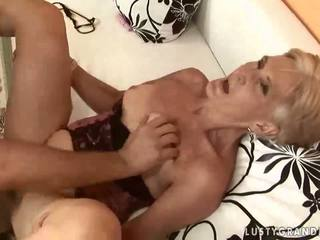 Caliente abuelita enjoying sexo