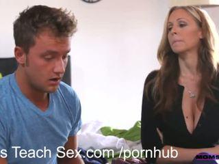 Momsteachsex muda pasangan fucks panas lebih tua ibu