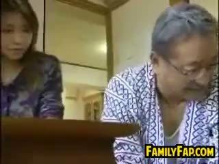 日本, 老+年轻, 铁杆