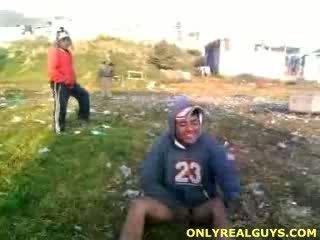 Taisnas guy stripped kails & humiliated līdz viņa buds.