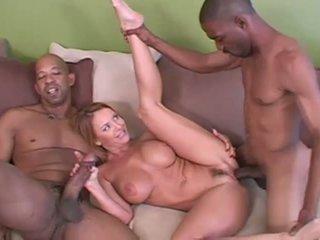 Rijpere amateur vrouw interraciaal hoorndrager