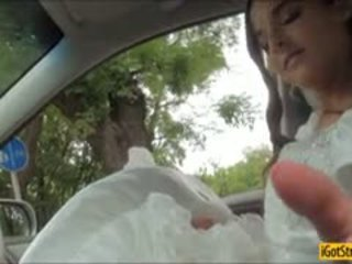 Runaway 新娘 amirah adara pounded 同 stranger 在 一 汽车
