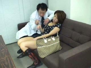 Jong kantoor dame hypnosis seks