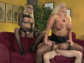 Alura jenson και jacky joy two μεγάλος titted blondes having shaged