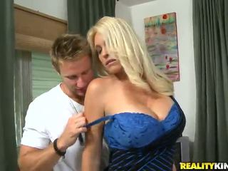 Charlee chase ザ· oustanding tittied 熟女 has た 愛 バイ younger partner