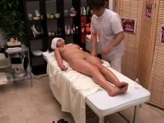 Kolese prawan seduced by masseur