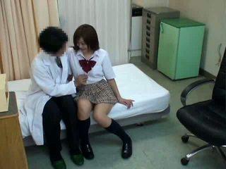 亞洲女學生